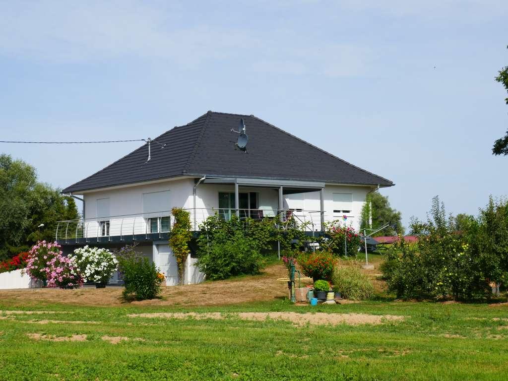Top-gepflegter Landhaus-Bungalow mit großem Grundstück in schöner Randlage