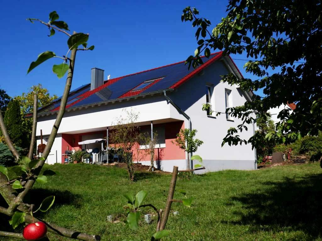 Großzügiges 1-Familien-Haus zum Renovieren und weiteren Ausbau mit großem Grundstück in ruhiger und sonniger Randlage