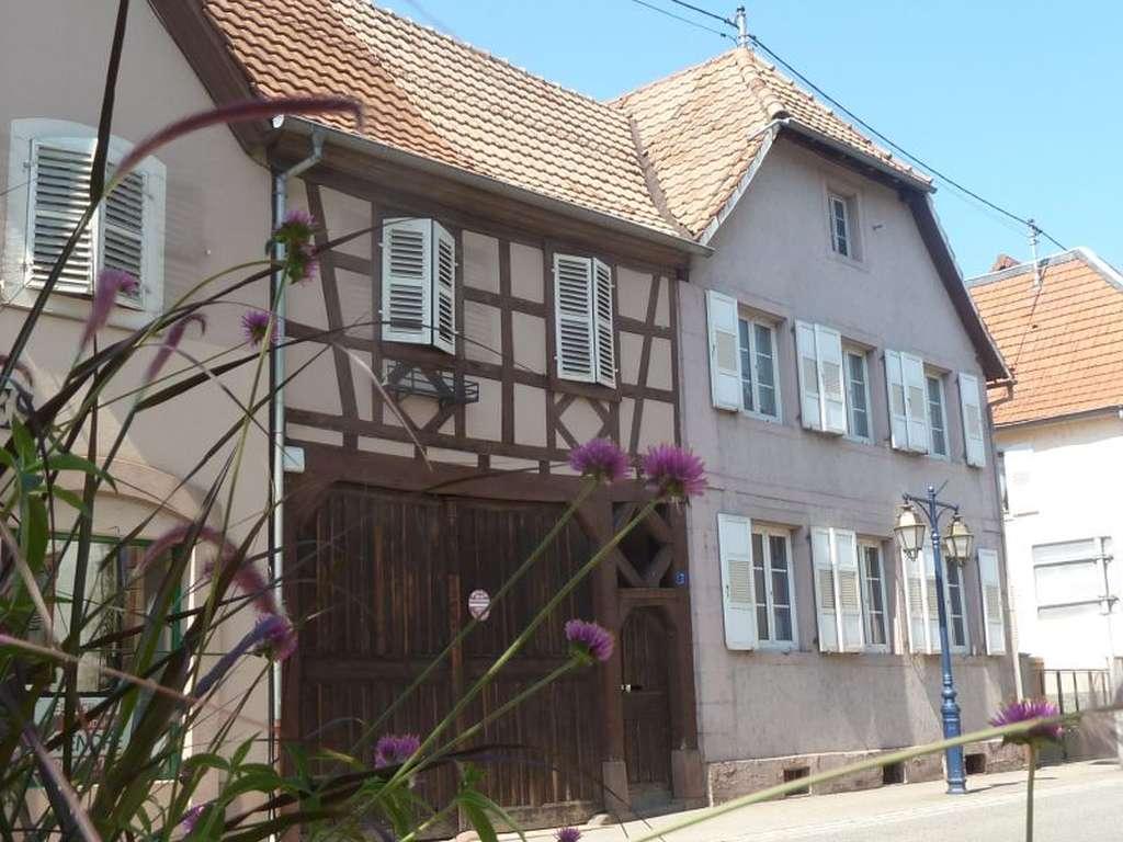Großzügiges Dorfhaus im regionaltypischen Baustil zum Renovieren