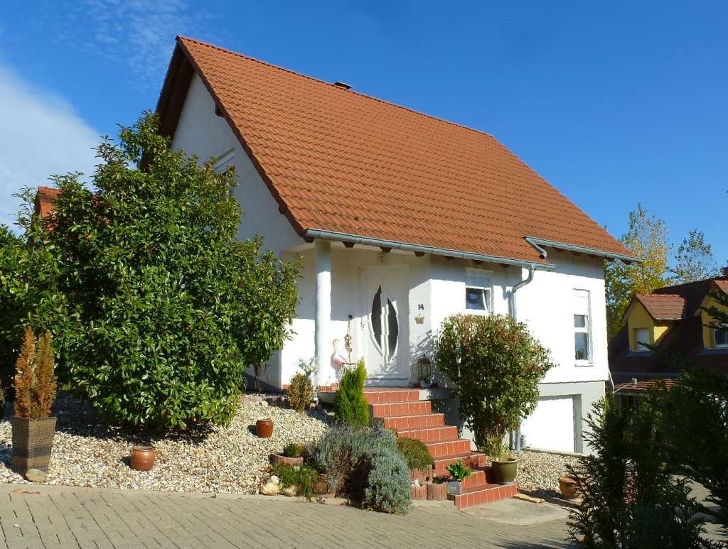 Neuwertiges 1-Familien-Haus mit sehr schön angelegtem Grundstück in ruhiger Wohnlage