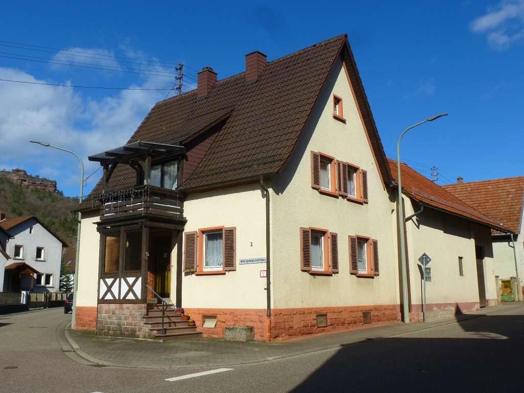 Ideal für Kapitalanleger! Vermietetes 1-Familien-Haus mit angebauter Scheune in angenehmer Wohnlage