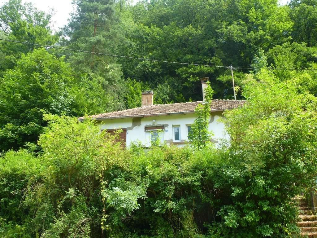 Gelegenheit in Waldrandlage – aber nur für Handwerker !! Älterer Landhaus-Bungalow zum Renovieren mit großem Grundstück