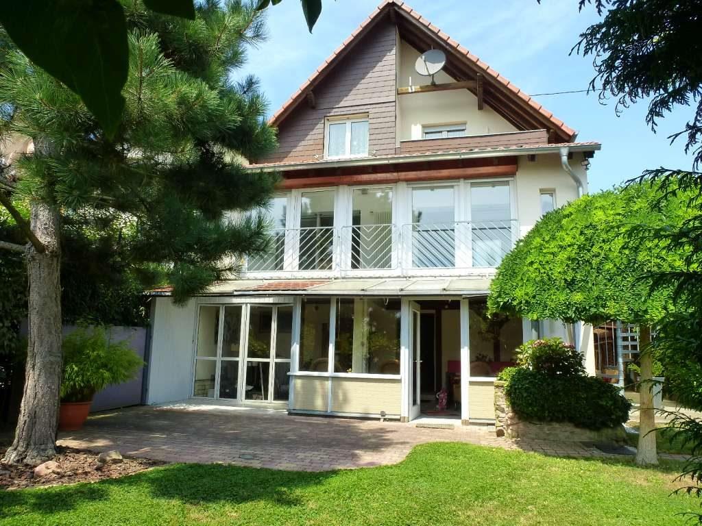 Sehr gepflegtes 1-Fam.-Haus mit Wintergarten und Top-Ausstattung in schöner Aussichtslage