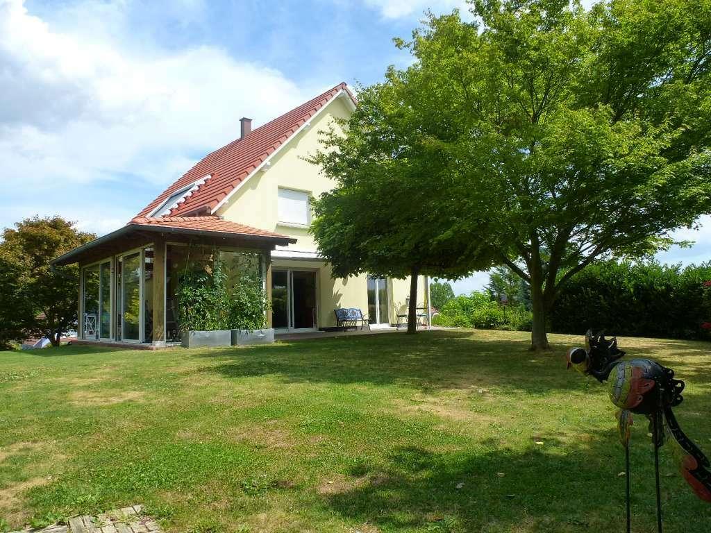 Charmantes Landhaus mit Wintergarten und gehobener Ausstattung in ruhiger Randlage