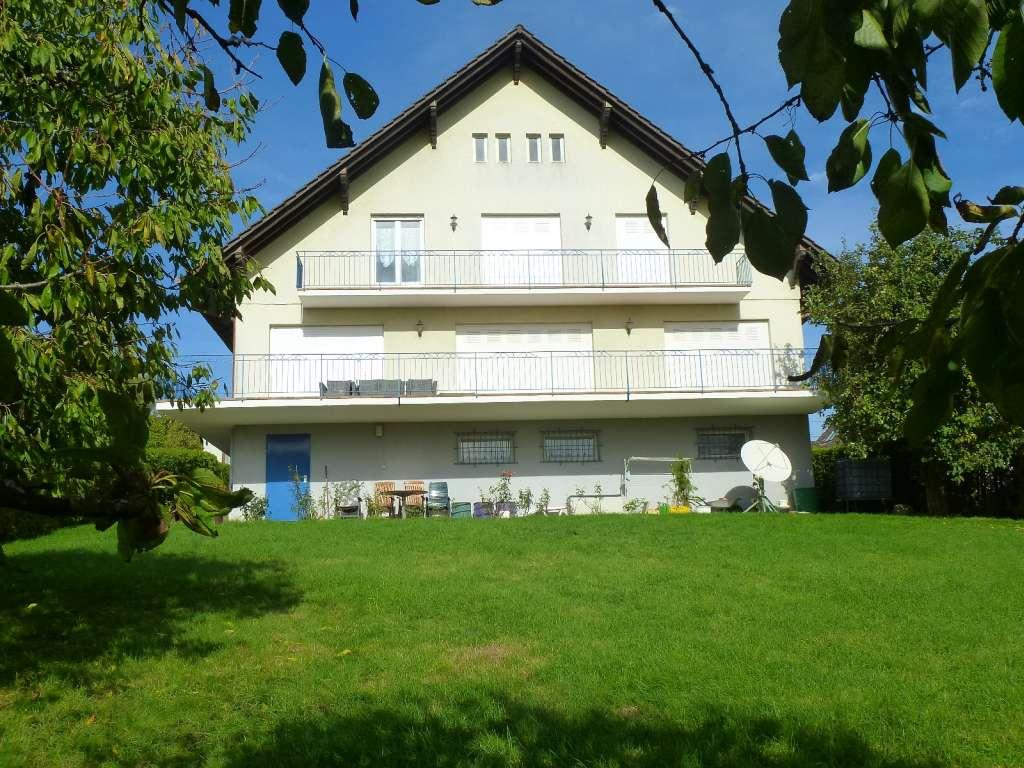 Stilvolles Wohnen in großzügigem Landhaus mit herrlichem Blick über die Stadt