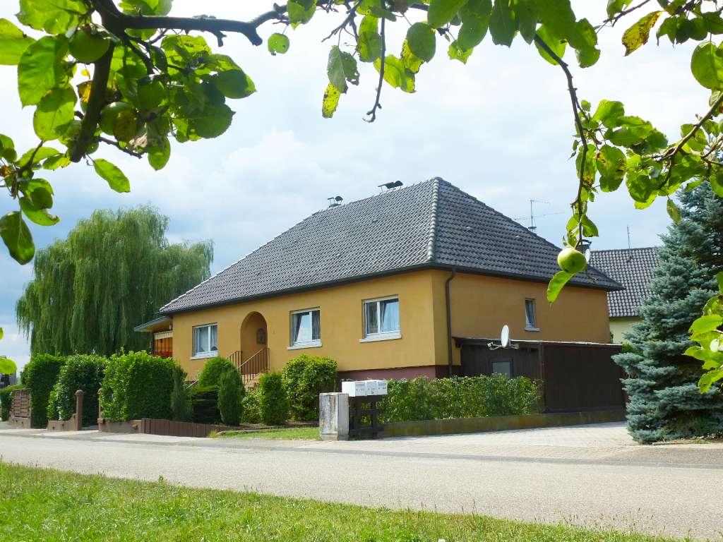 Gepflegter Walmdach-Bungalow mit stilvollem Wohnambiente in sehr schöner Wohnlage