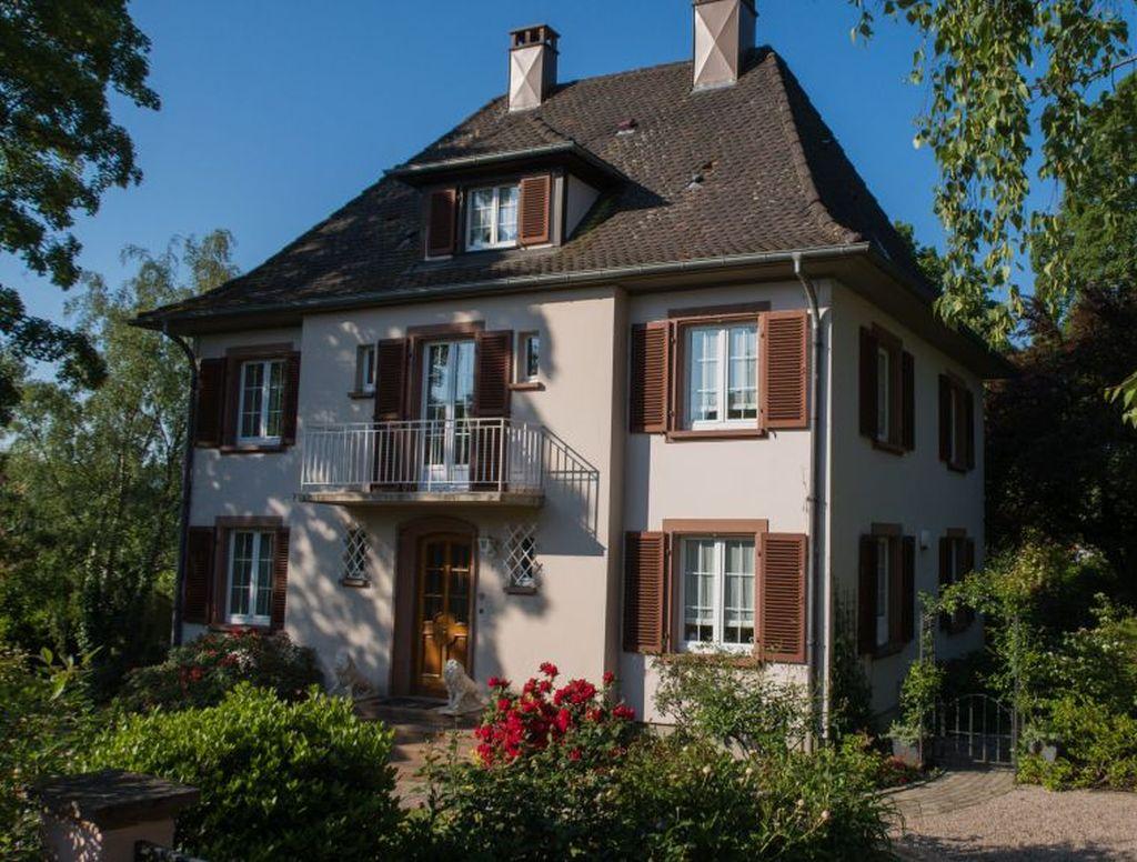 Wunderschöne Landhausvilla mit stilvollem Wohnambiente und gepflegtem Parkgrundstück