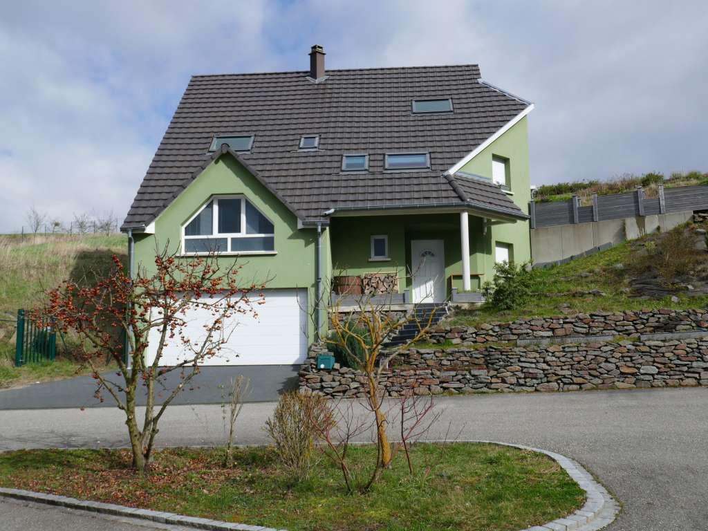 Großes Grundstück – schöne Lage! Modernes 1-Familien-Haus am Ortsrand