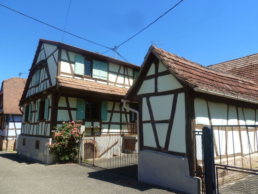 Ehemaliges Fachwerk-Bauernhaus zum Renovieren mit gemütlichem Innenhof