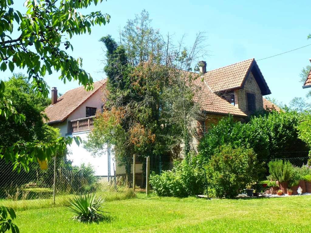 Sehr schönes Anwesen zum Renovieren in Alleinlage mit großem Grundstück