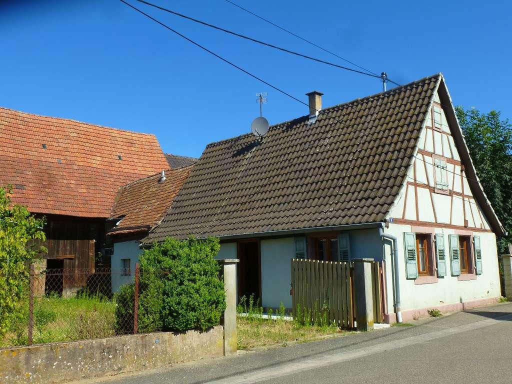 Kleines Fachwerkhaus zum Renovieren mit großer Scheune in ruhiger Ortslage