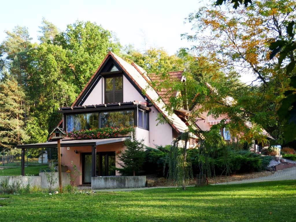 Charmantes Landhaus-Refugium mit Pool und großem Grundstück