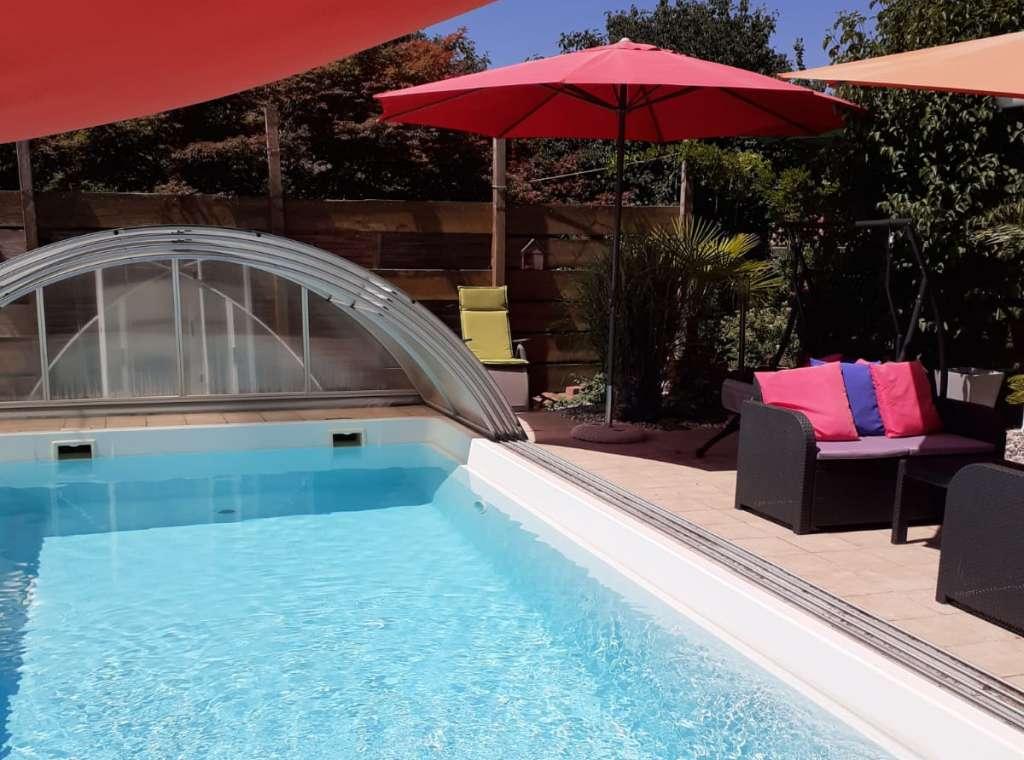 Entspannt wohnen und genießen! – Charmantes 1-Familien-Haus mit Wellness, Pool und Sauna in absolut ruhiger Wohnlage