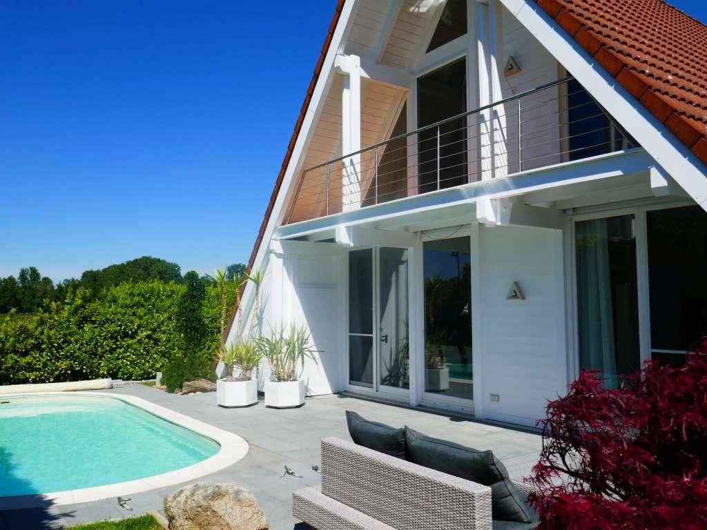 Einfach zum Verlieben ….! – Wunderschönes Landhaus mit Außenpool und bester Ausstattung in ruhiger Randlage